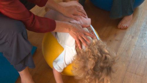 CeMaVi Genève, une pratique de pointe bébés-seniors, auprès des prématurés.